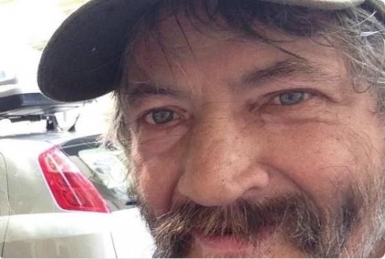 Egy hajléktalan előtt tiszteleg Budapest